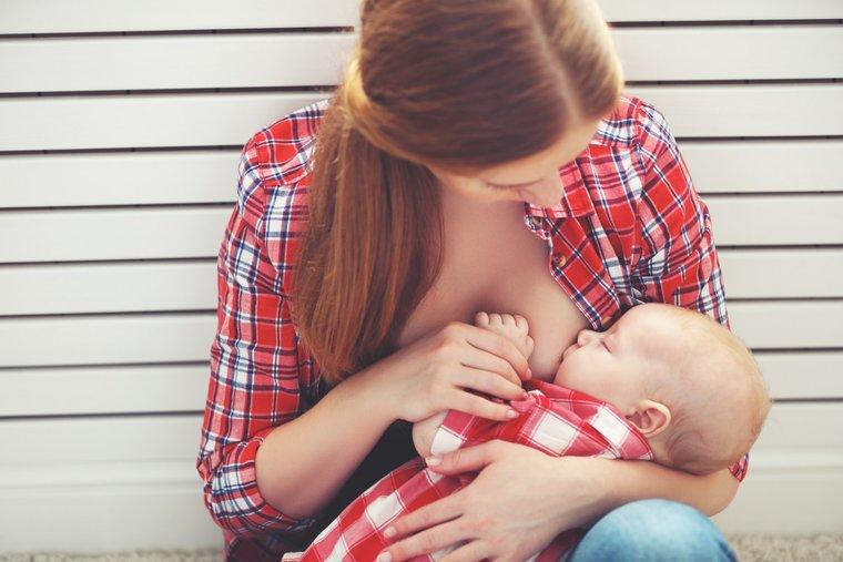 Как правильно кормить ребёнка грудью?